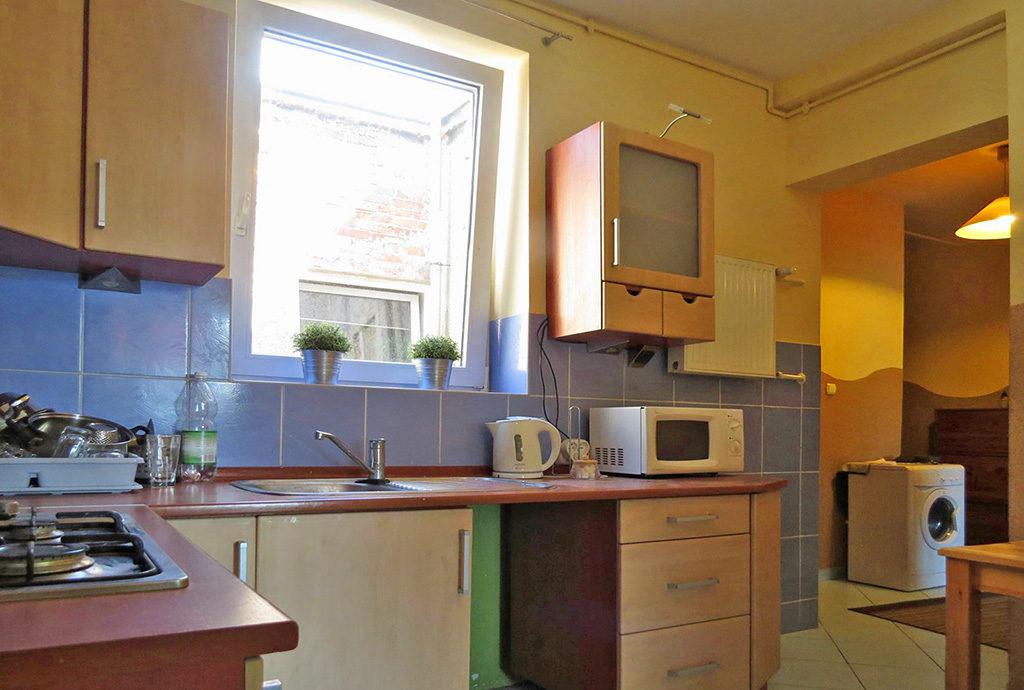 elegancka kuchnia w mieszkaniu na sprzedaż we Wrocławiu na Krzykach