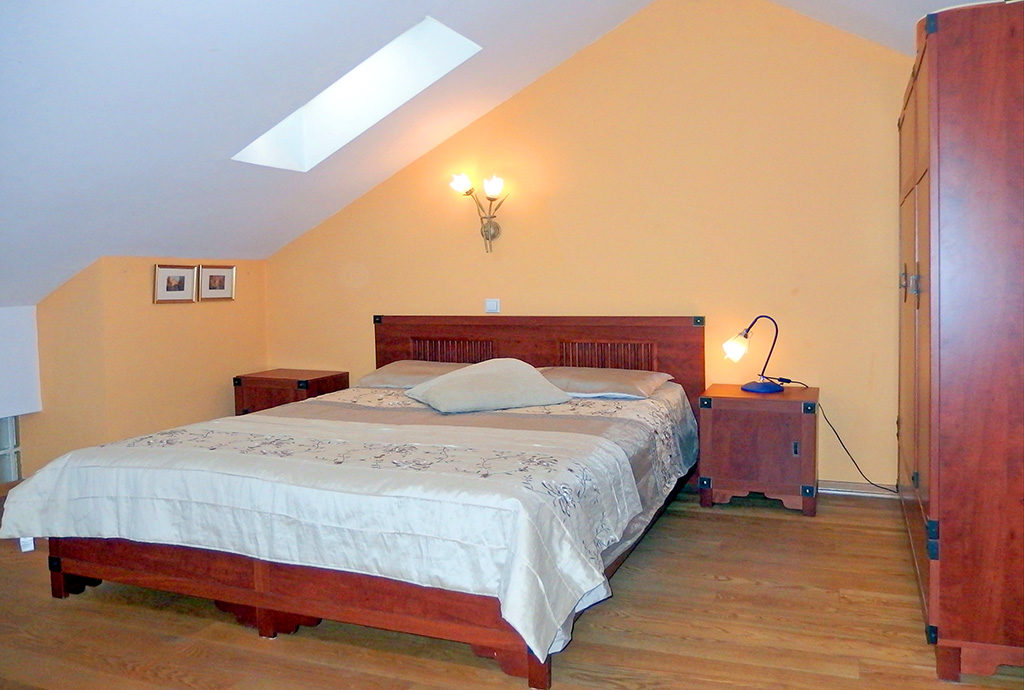 ekskluzywna, zaciszna sypialnia w mieszkaniu we Wrocławiu na sprzedaż