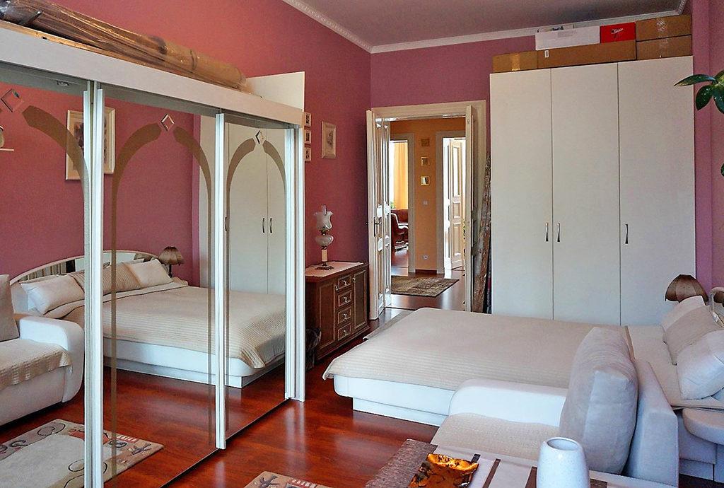 zaciszna, prywatna sypialnia w mieszkaniu we Wrocławiu na sprzedaż