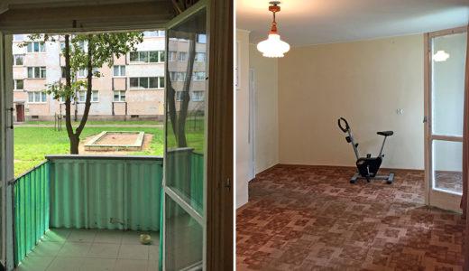 po lewej balkon, po prawej salon w mieszkaniu na sprzedaż we Wrocławiu