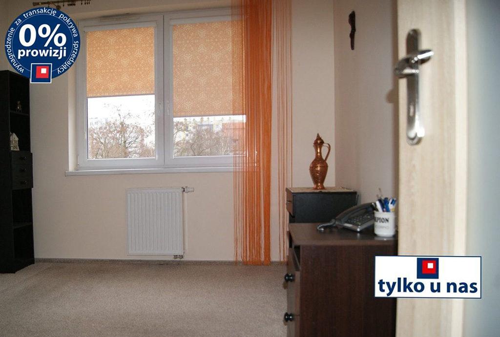 jeden z pokoi w mieszkaniu na sprzedaż we Wrocławiu