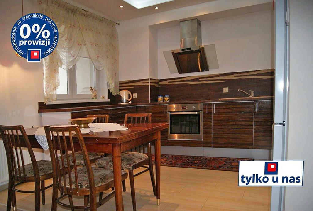 umeblowana i wyposażona kuchnia w mieszkaniu do sprzedaży we Wrocławiu