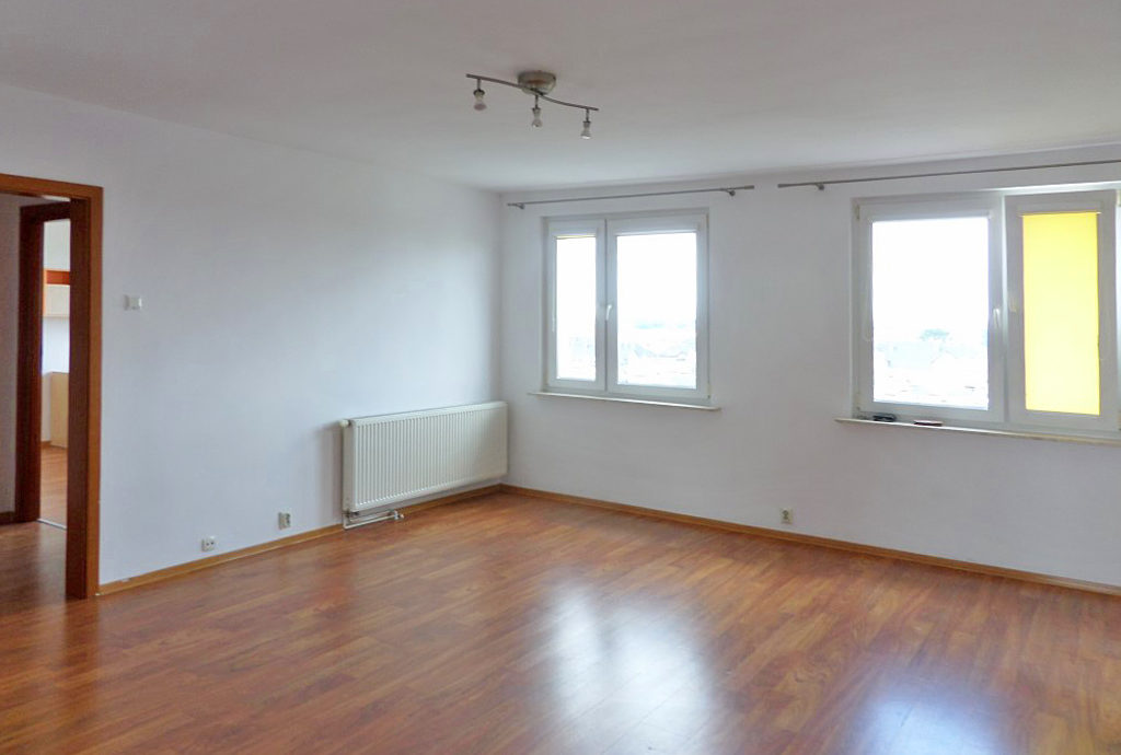 nieumeblowane pomieszczenie pod salon w mieszkaniu do wynajmu we Wrocławiu