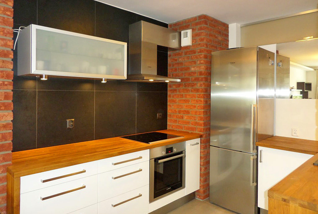 umeblowana i urządzona kuchnia w mieszkaniu we Wrocławiu na wynajem