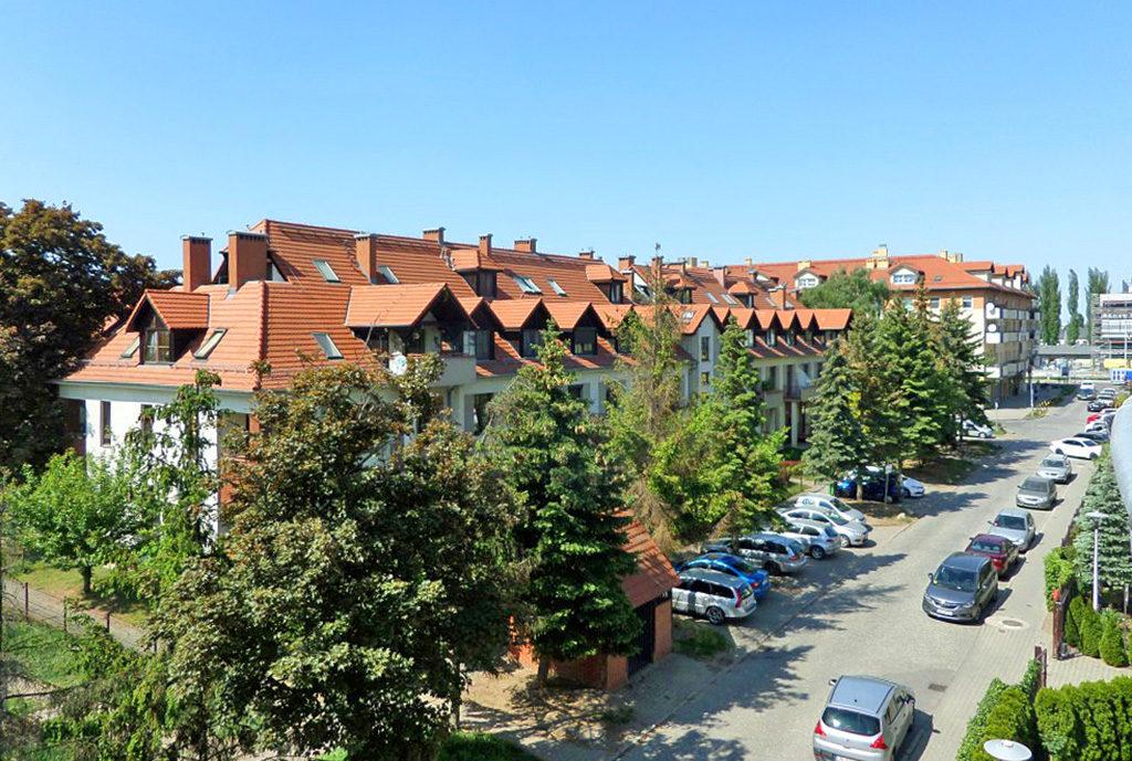 widok z okna na okolicę z mieszkania we Wrocławiu na wynajem