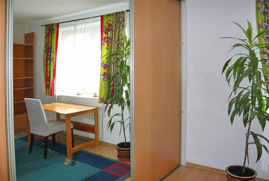 jeden z pokoi w mieszkaniu do wynajmu we Wrocławiu