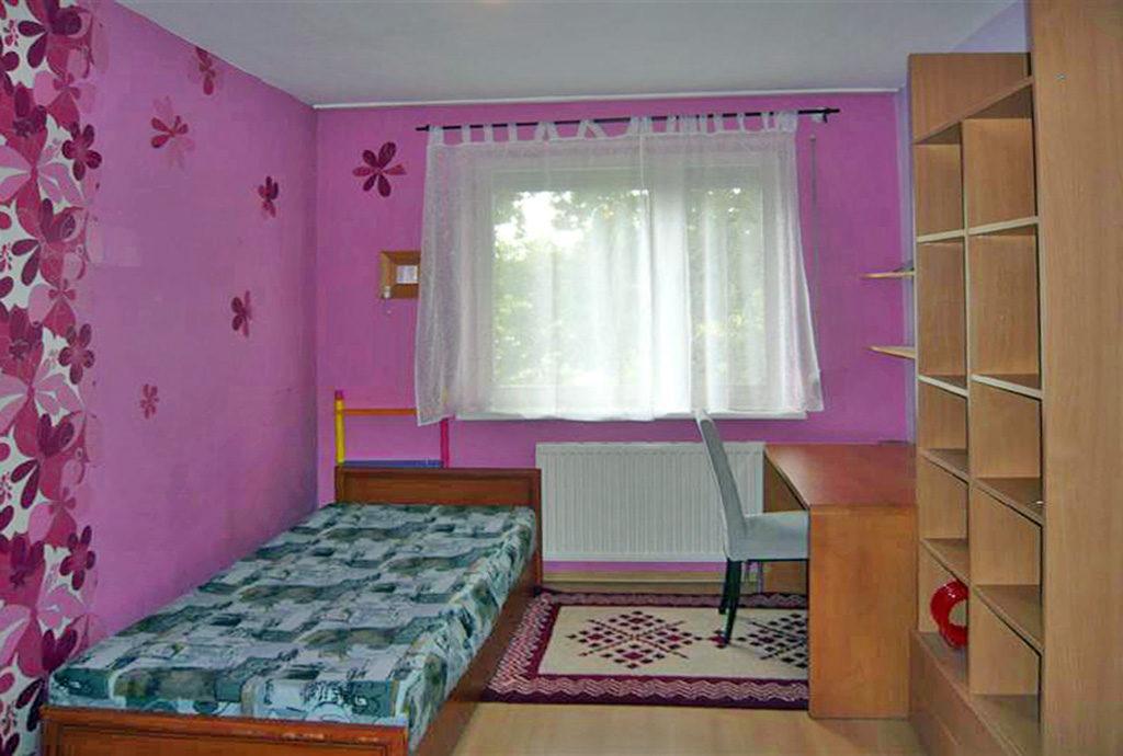 fragment sypialni w mieszkaniu we Wrocławiu na wynajem