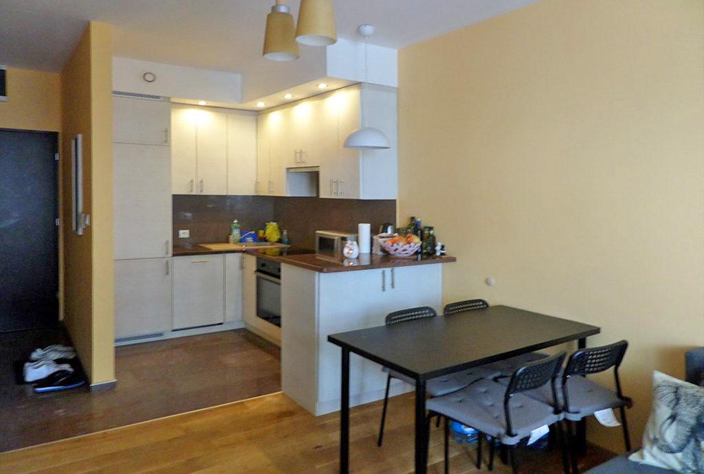 widok na nowoczesną kuchnię w mieszkaniu do wynajmu we Wrocławiu