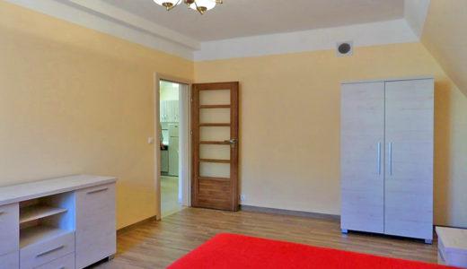 komfortowy salon w mieszkaniu do wynajęcia we Wrocławiu