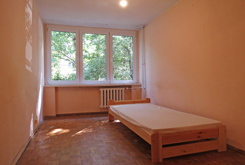 elegancka, zaciszna sypialnia w mieszkaniu do sprzedąży we Wrocławiu na Krzykach