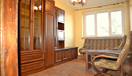 stylowy salon w mieszkaniu do sprzedaży we Wrocławiu (okolice)