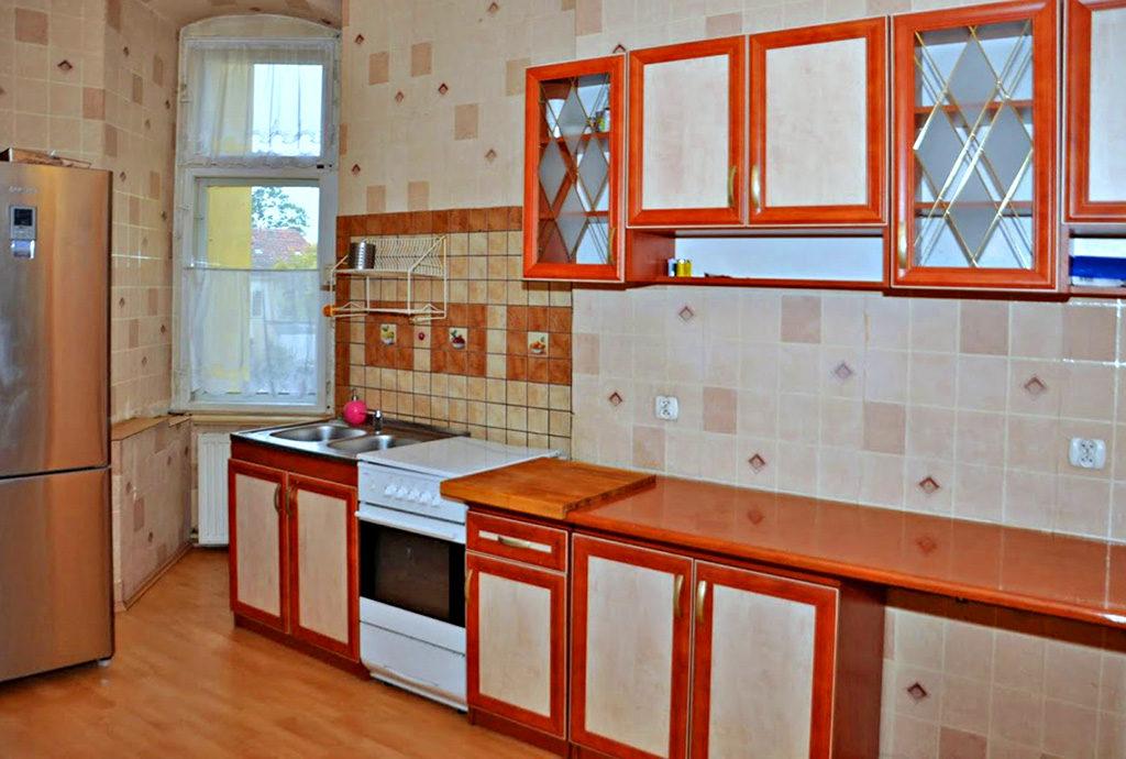 widok na kuchnię w mieszkaniu do sprzedaży we Wrocławiu (okolice)