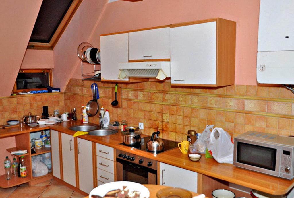umeblowana i urządzona kuchnia w mieszkaniu we Wrocławiu (okolice) na sprzedaż