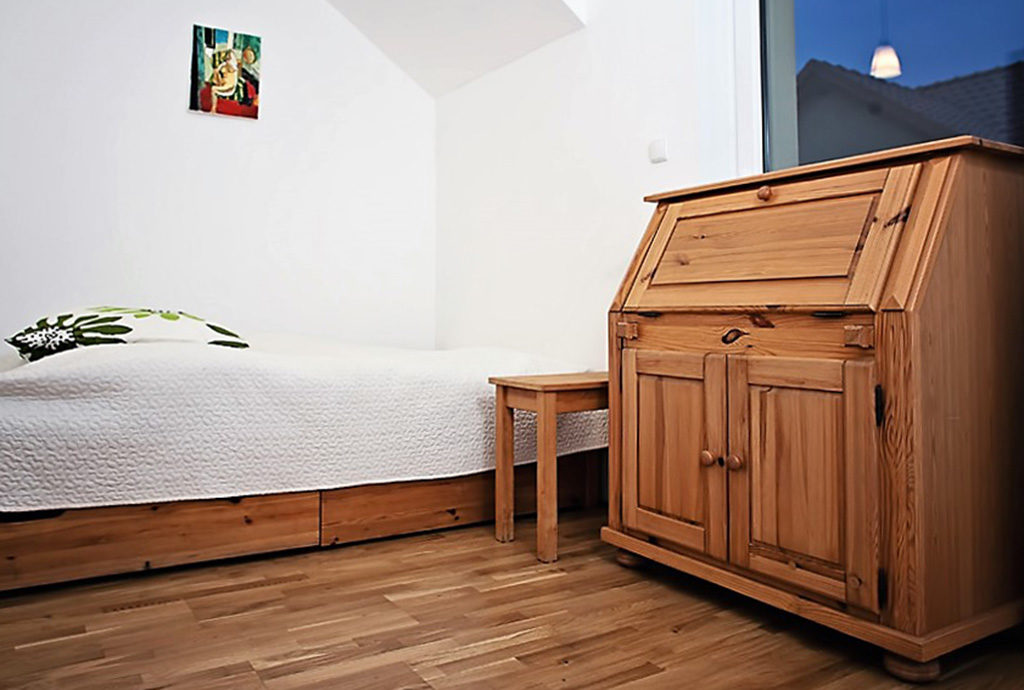 cicha, prywatna sypialnia w mieszkaniu do sprzedaży we Wrocławiu (okolice)