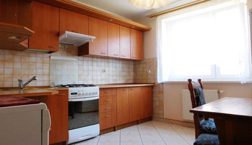 nowoczesna kuchnia w mieszkaniu do wynajęcia w okolicach Wrocławia
