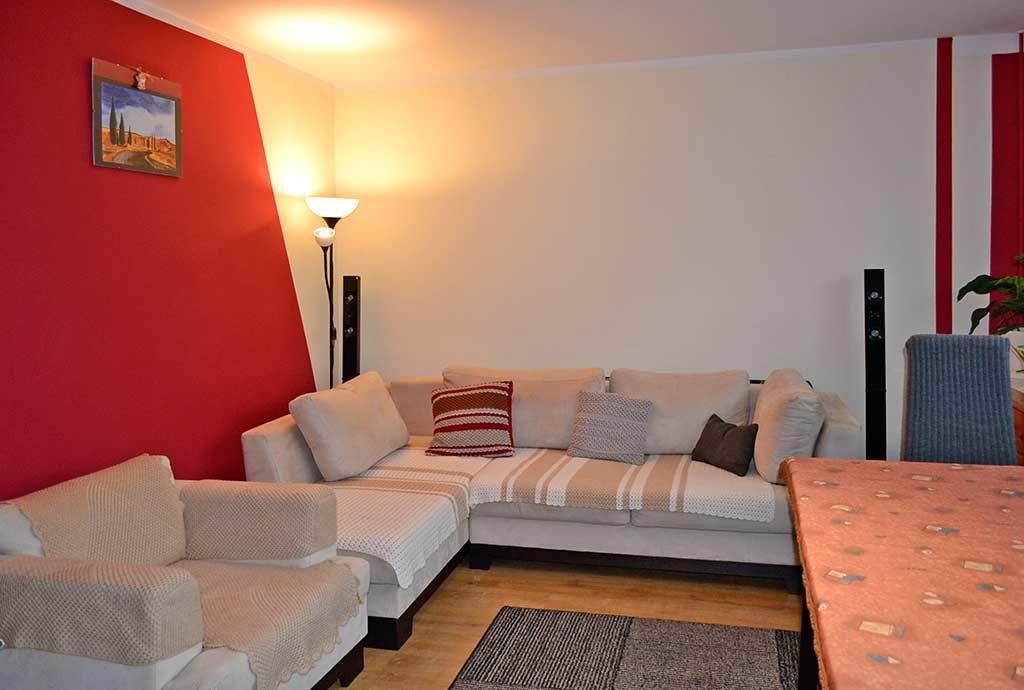 fragment ekskluzywnego salonu w mieszkaniu do sprzedaży we Wrocławiu (okolice)