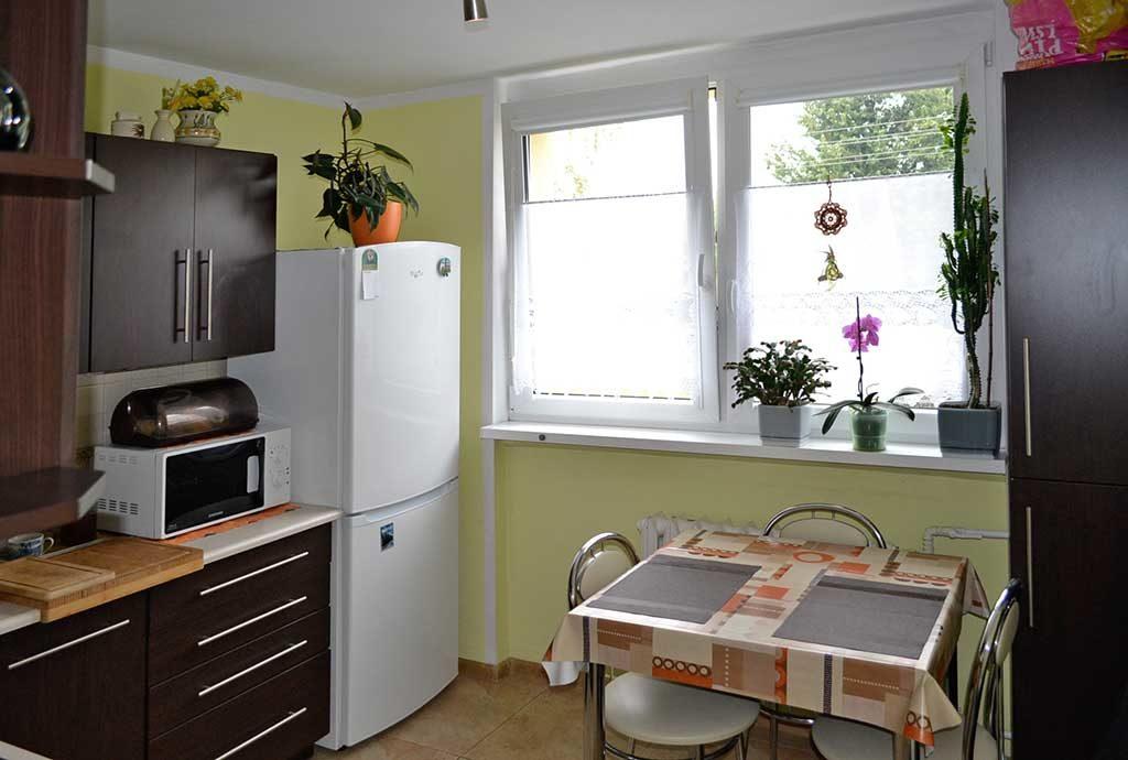 umeblowana kuchnia w mieszkaniu we Wrocławiu (okolice) na sprzedaż