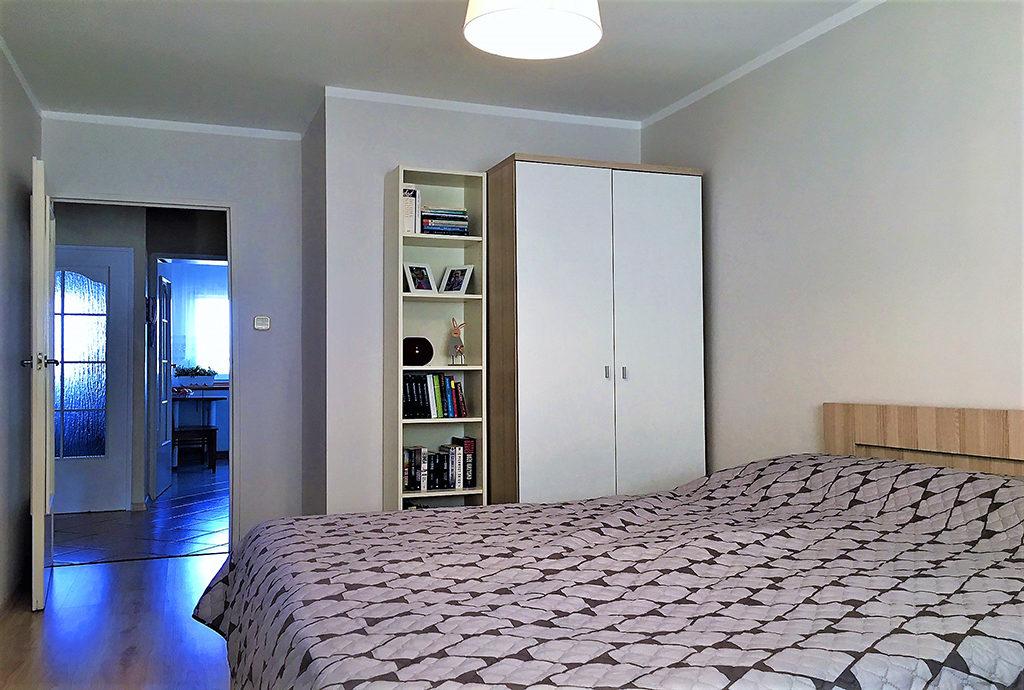 zaciszna, prywatna sypialnia w mieszkaniu we Wrocławiu (okolice) na sprzedaż