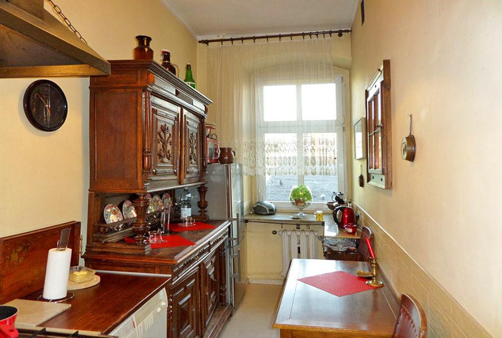 widok na kuchnię w mieszkaniu Wrocław sprzedaż