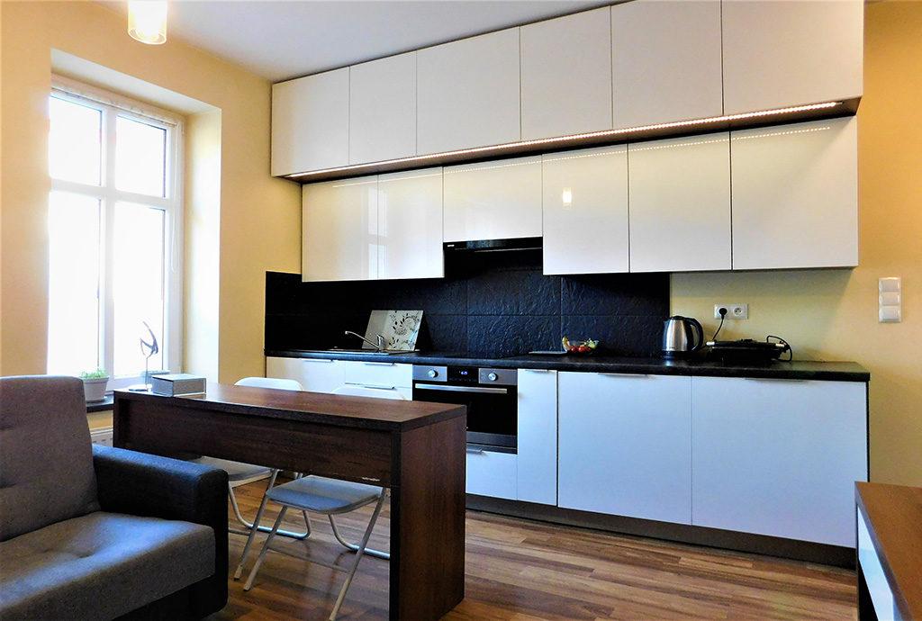 umeblowana nowocześnie kuchnia w mieszkaniu Wrocław Krzyki do sprzedaży