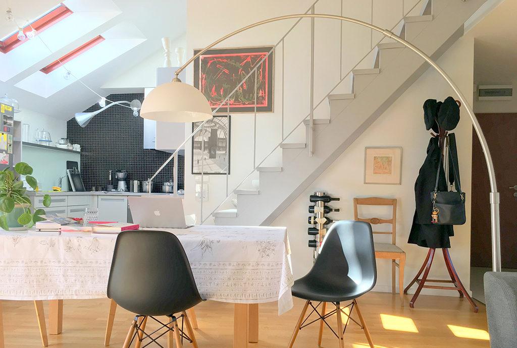 na zdjęciu fragment prestiżowego salonu w mieszkaniu do sprzedaży we Wrocławiu na Krzykach
