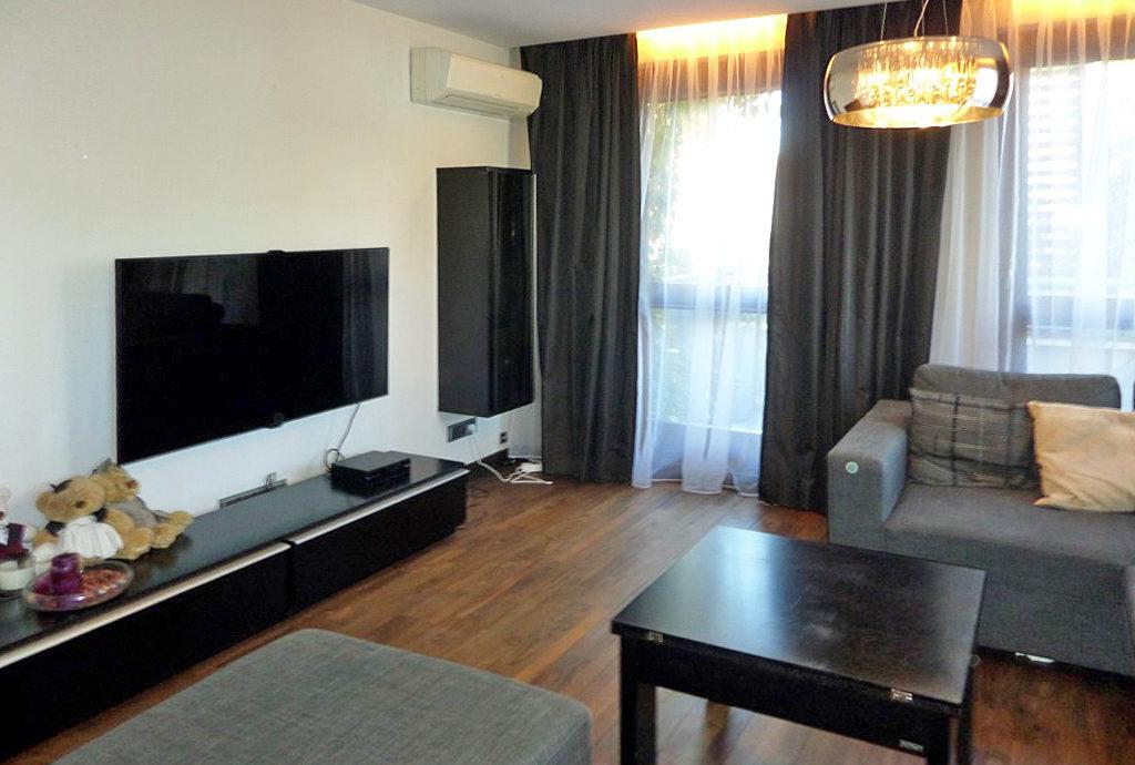 elegancki, komfortowy salon w mieszkaniu do wynajmu we Wrocławiu na Krzykach
