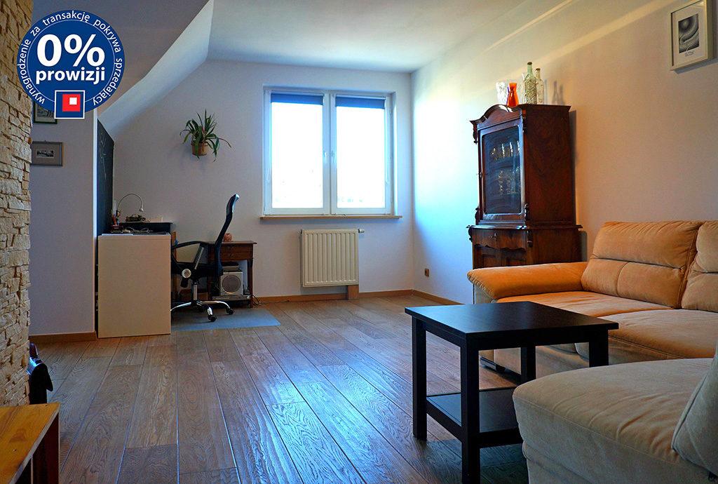 widok z innej perspektywy na prestiżowy salon w mieszkaniu do sprzedaży Wrocław Fabryczna