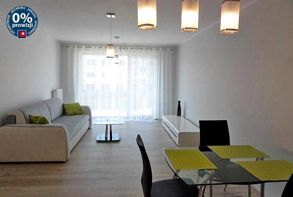 komfortowo urządzony i umeblowany salon w luksusowym mieszkaniu do wynajęcia Wrocław Fabryczna