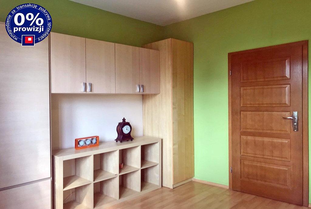 widok na przestronny, komfortowy salon w mieszkaniu do sprzedaży Wrocław Krzyki
