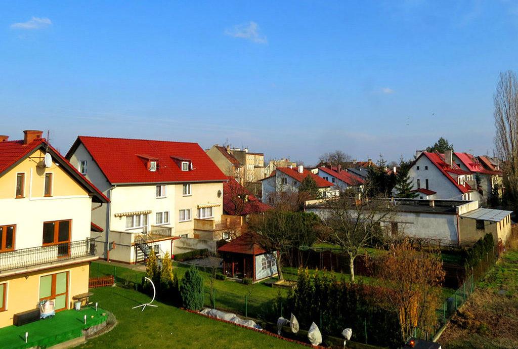 widok z okien na okolicę z mieszkania na sprzedaż Wrocław Krzyki