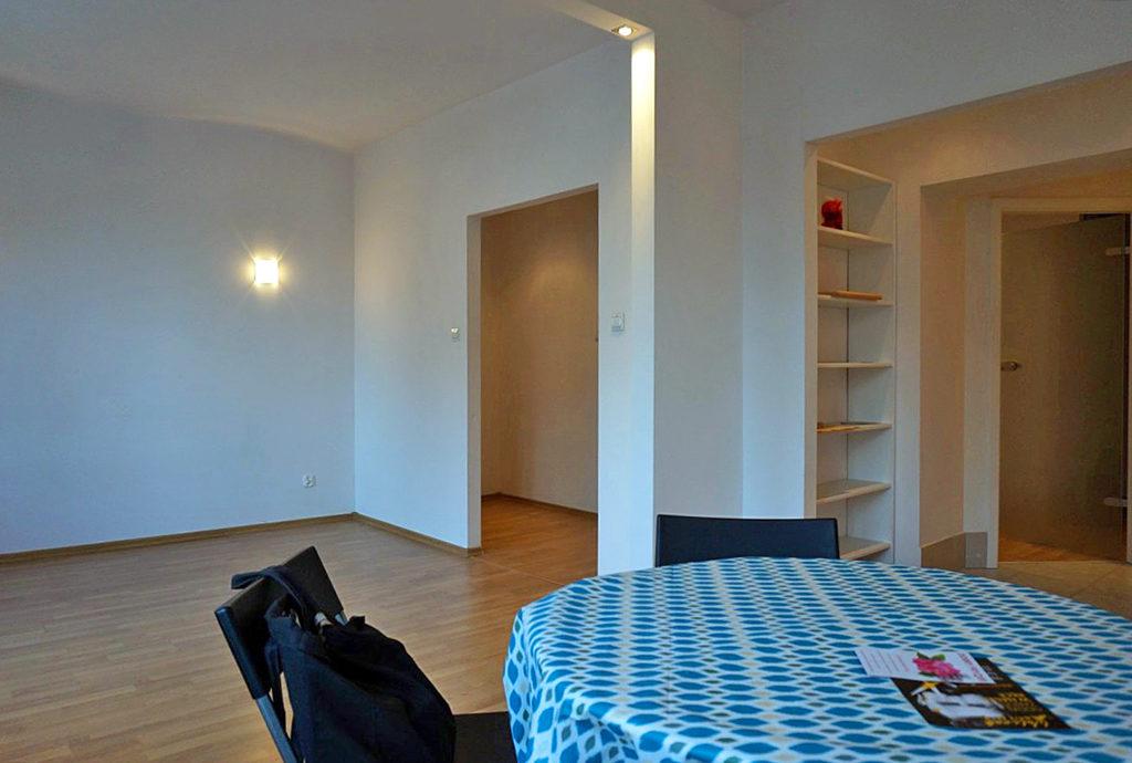 przestronny salon w mieszkaniu do sprzedaży Wrocław Stare Miasto