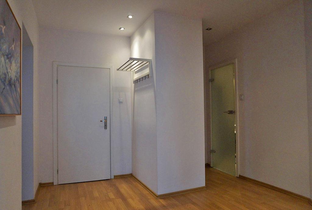 na zdjęciu przedpokój w mieszkaniu na sprzedaż Wrocław Stare Miasto