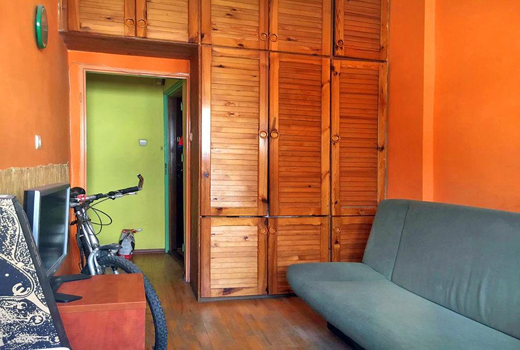 fragment jednego z komfortowych pokoi w mieszkaniu do sprzedaży Wrocław Stare Miasto