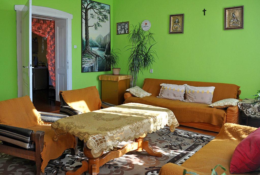 jeden z komfortowych pokoi w mieszkaniu Wrocław (okolice) na sprzedaż