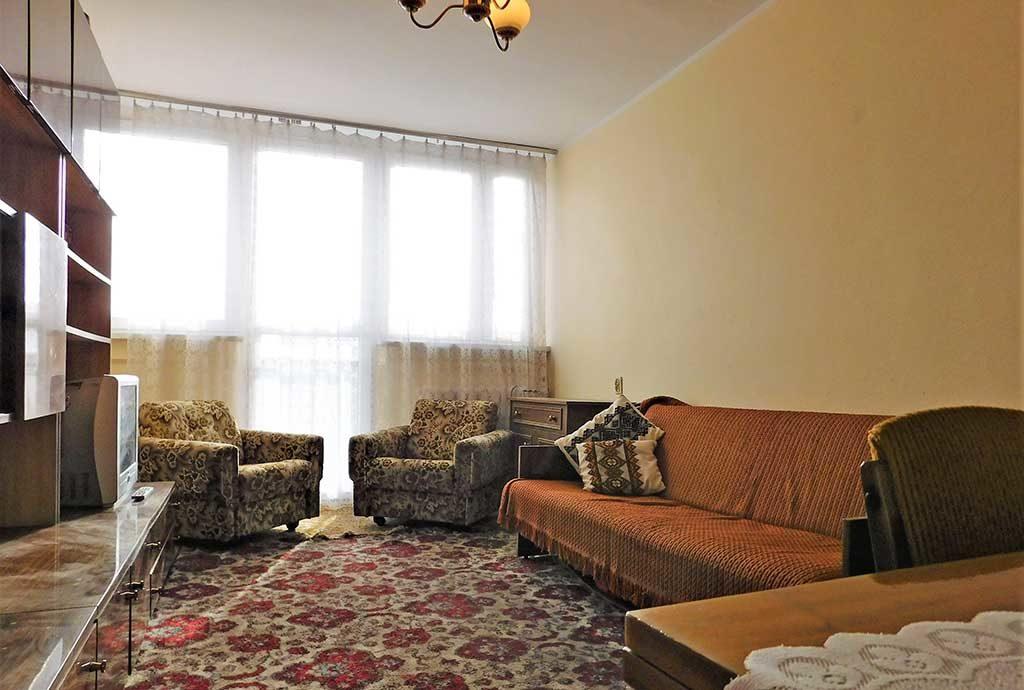 widok z innej perspektywy na luksusowy salon w mieszkaniu na sprzedaż Wrocław (okolice)