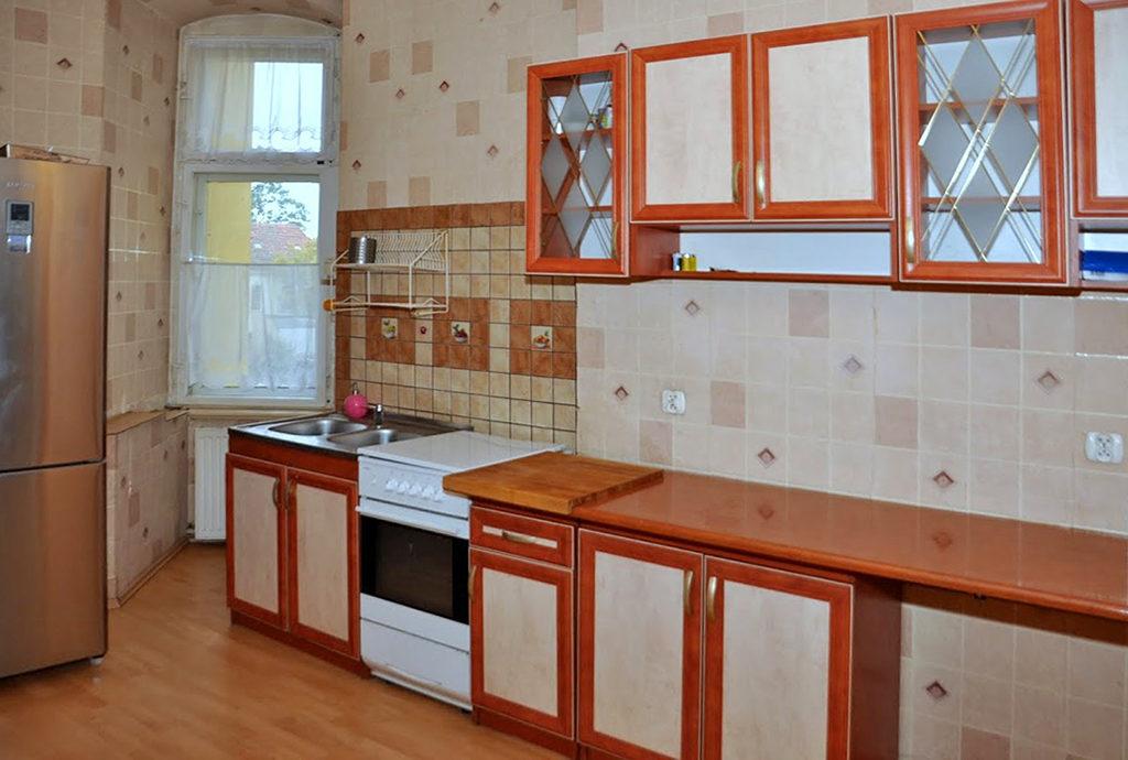 urządzona stylowo kuchnia w mieszkaniu do sprzedaży Wrocław (okolice)