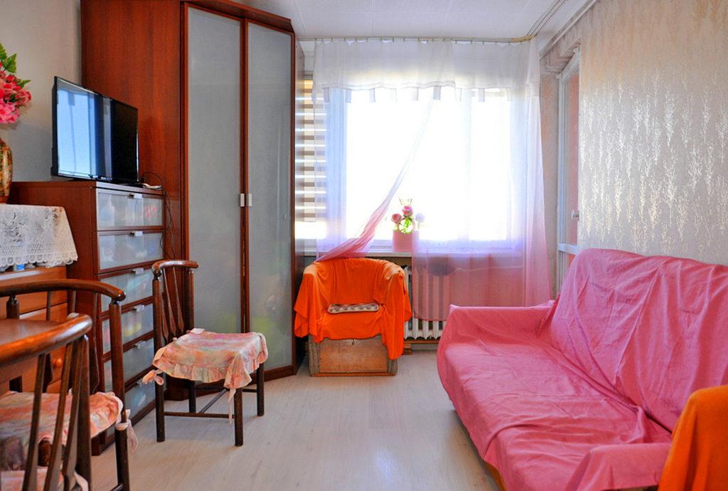 jeden z komfortowych pokoi w mieszkaniu do sprzedaży Wrocław (okolice)