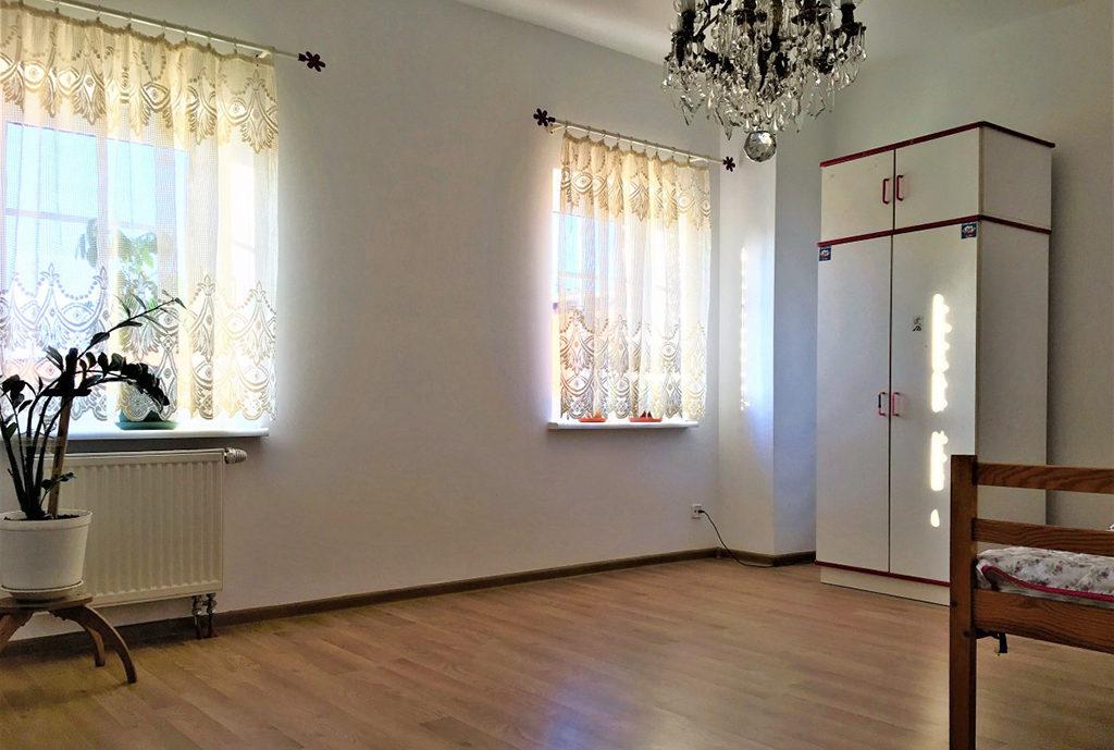 widok na pokój dzienny w mieszkaniu do sprzedaży Wrocław (okolice)