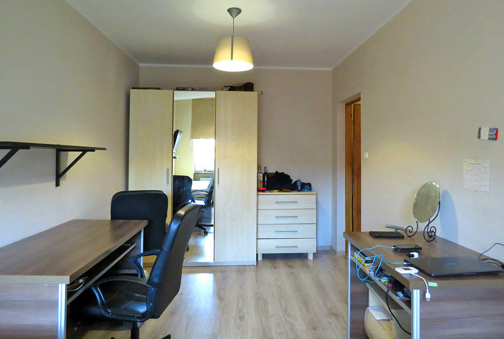 jeden z komfortowych pokoi w mieszkaniu na sprzedaż Wrocław Stare Miasto