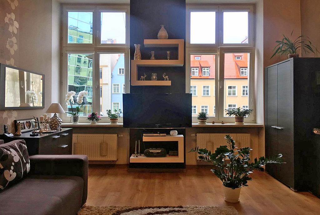 nowocześnie zaaranżowany salon w mieszkaniu do sprzedaży Wrocław Stare Miasto