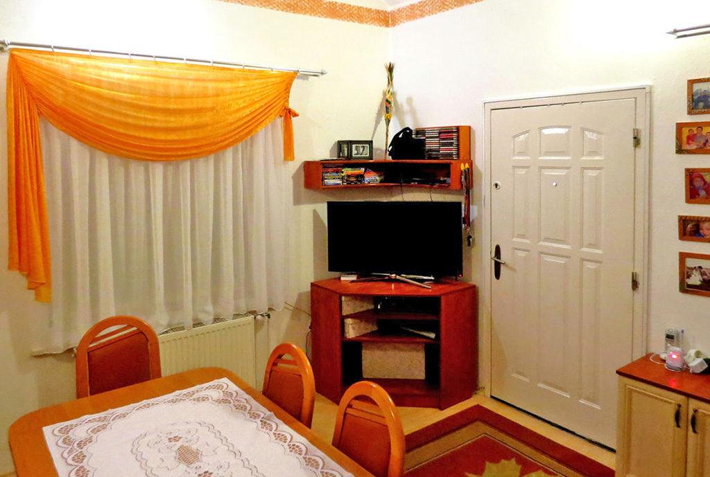 fragment jednego z komfortowych pokoi w mieszkaniu do sprzedaży Wrocław okolice