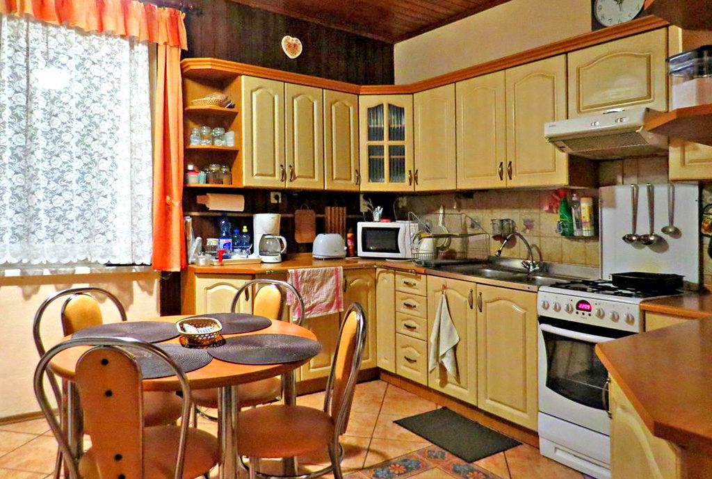 umeblowana oraz wyposażona kuchnia w mieszkaniu Wrocław okolice na sprzedaż
