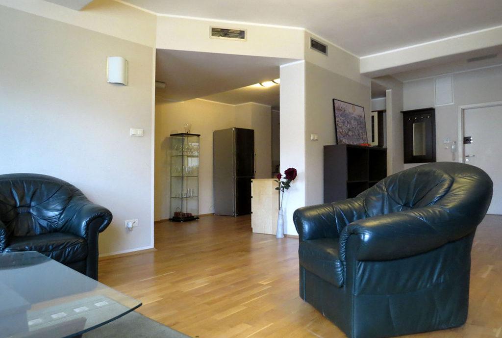 zdjęcie prezentuje fragment salonu w mieszkaniu na sprzedaż Wrocław Stare Miasto