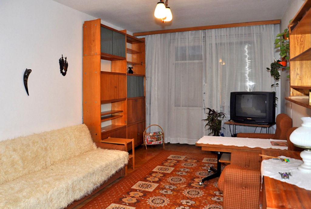 widok z innej perspektywy na salom w mieszkaniu do wynajmu Wrocław Śródmieście