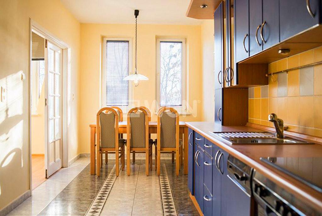 kuchnia w stylu klasycznym w mieszkaniu do wynajęcia Wrocław