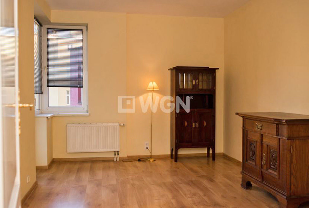 na zdjęciu jeden z eleganckich pokoi w mieszkaniu do wynajmu Wrocław