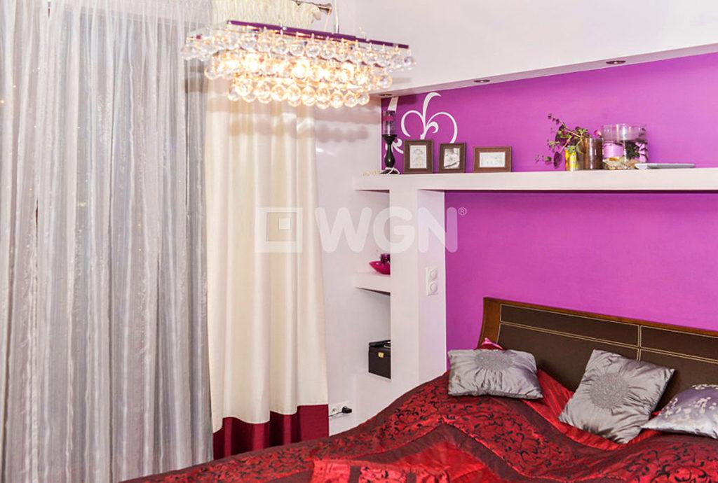 zaciszna, spokojna sypialnia w mieszkaniu Wrocław Krzyki na sprzedaż