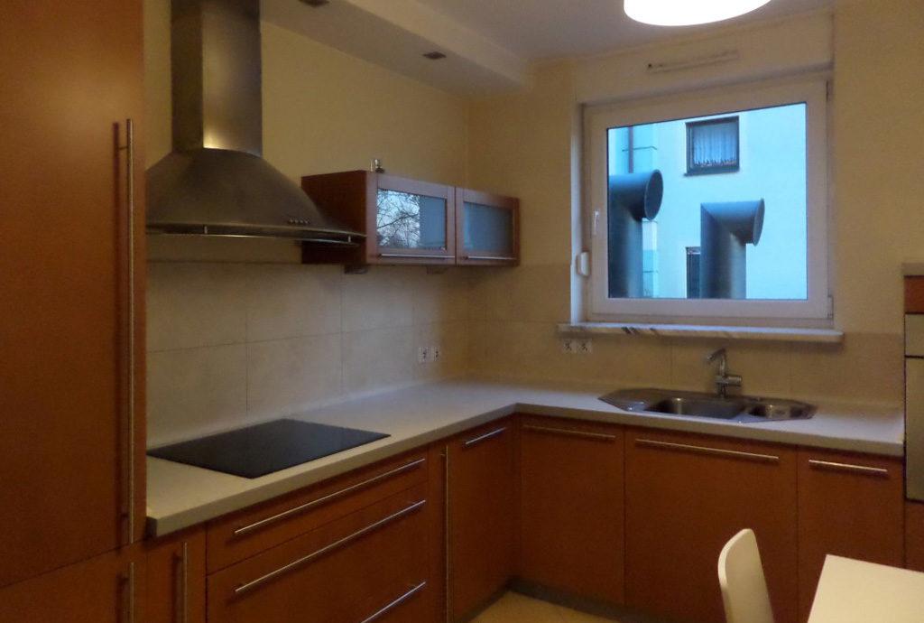 kuchnia w zabudowie w mieszkaniu Wrocław na wynajem