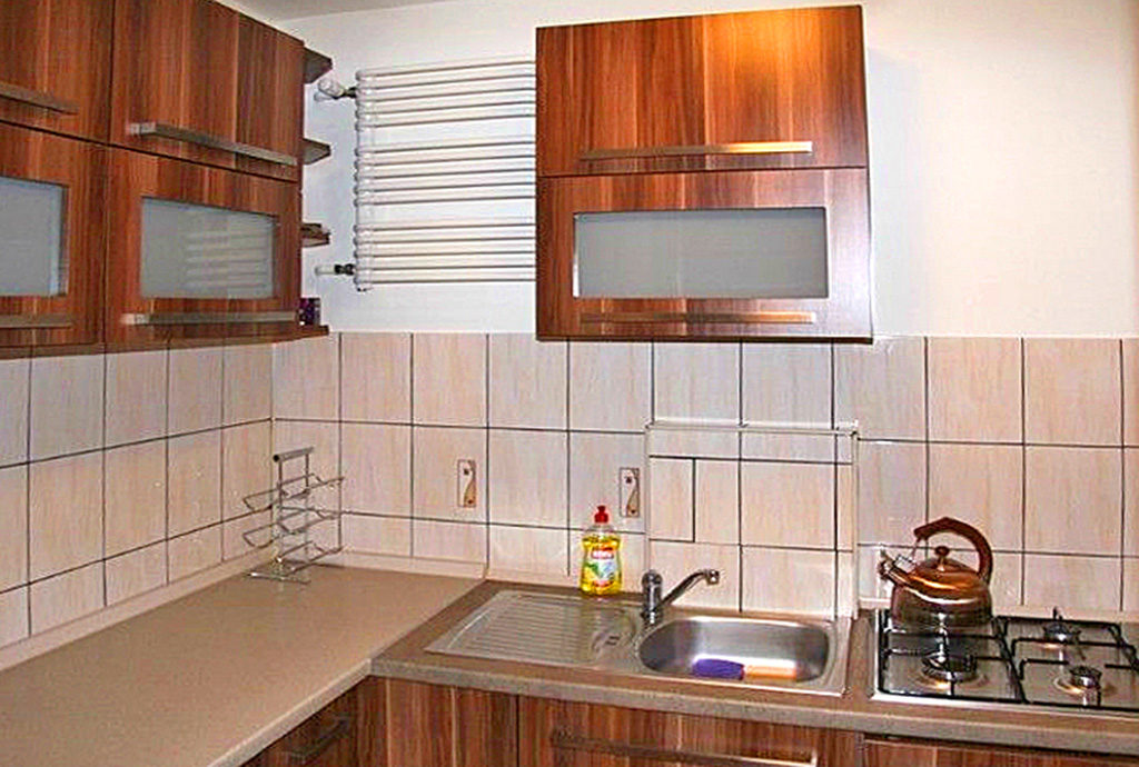 nowoczesna, umeblowana kuchnia w mieszkaniu do sprzedaży Wrocław Stare Miasto
