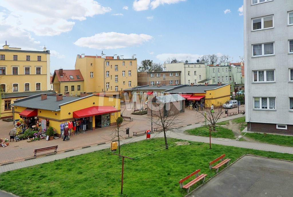 widok z okna mieszkania do wynajmu Wrocław na osiedle